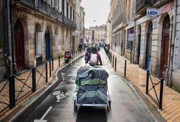 Bordeaux, le 14 janvier 2021 : Déménagement à vélo de l'atelier Remueménage.